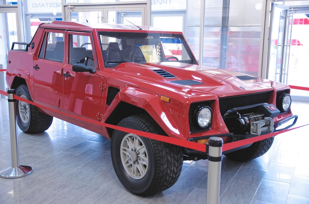 Lamborghini-LM002-001-min