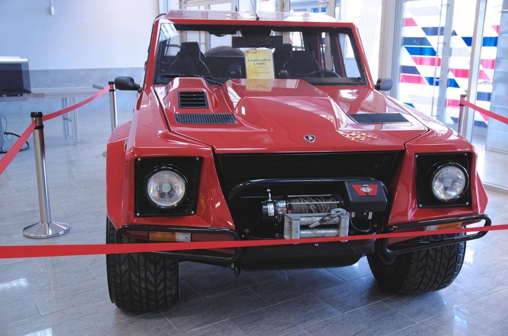 Lamborghini-LM002-002-min