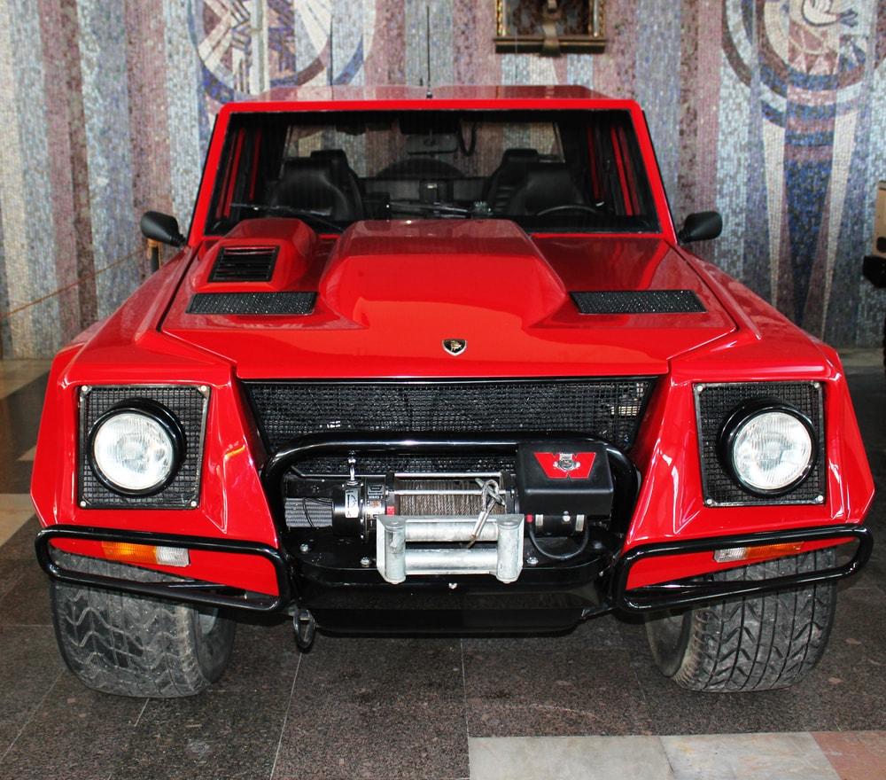 Lamborghini-LM002-004-min