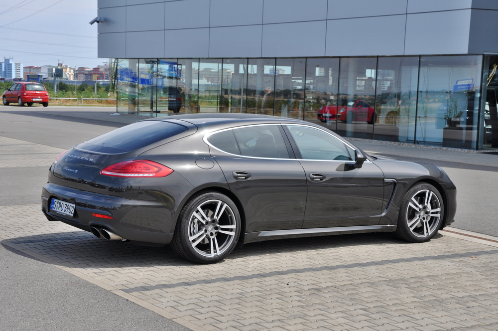 PRAGUE, THE CZECH REPUBLIC, 02.08.2015 - New Porsche Panamera parking in front of car store Porsche Prosek Prague