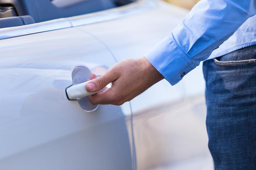 opening-and-closing-car-doors