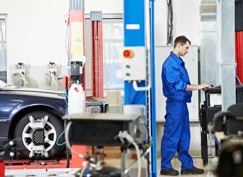 mechanic wheel alignment and balancing
