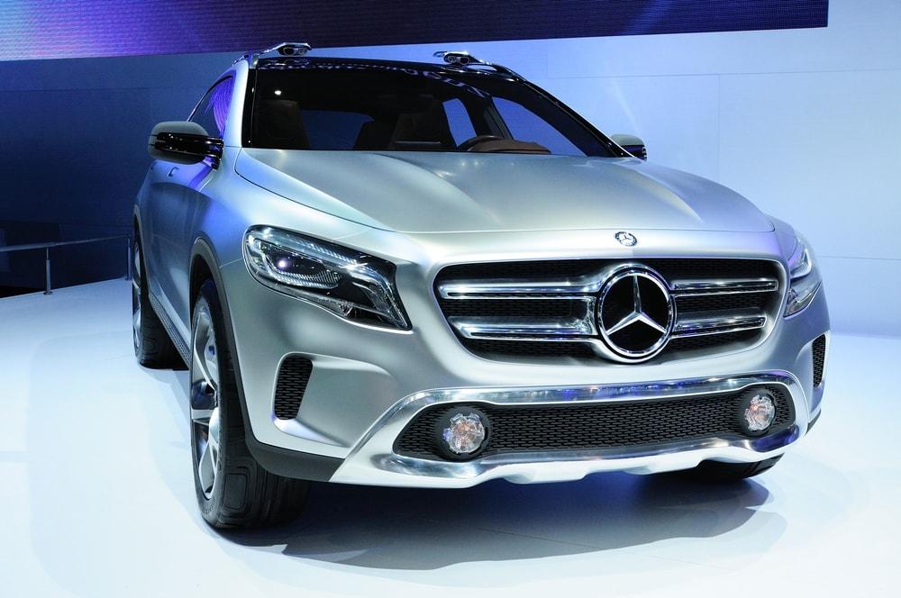 2017-Mercedes-Benz-GLA-min