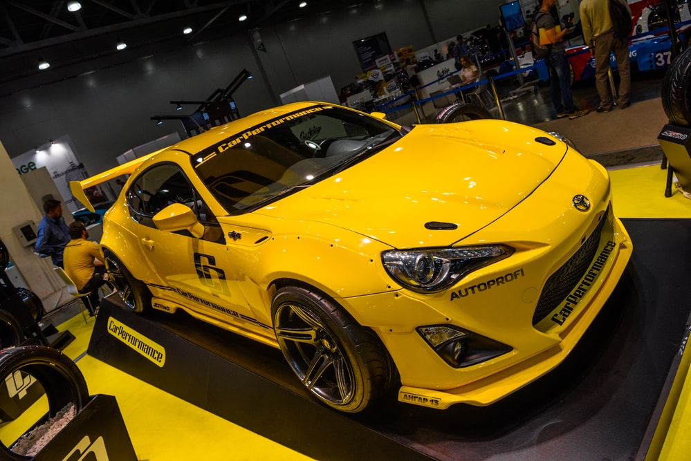 yellow-toyota-gt86-min