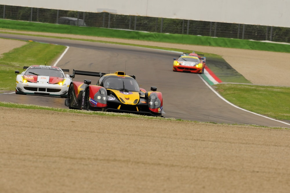 lmp1 car racing at le mans